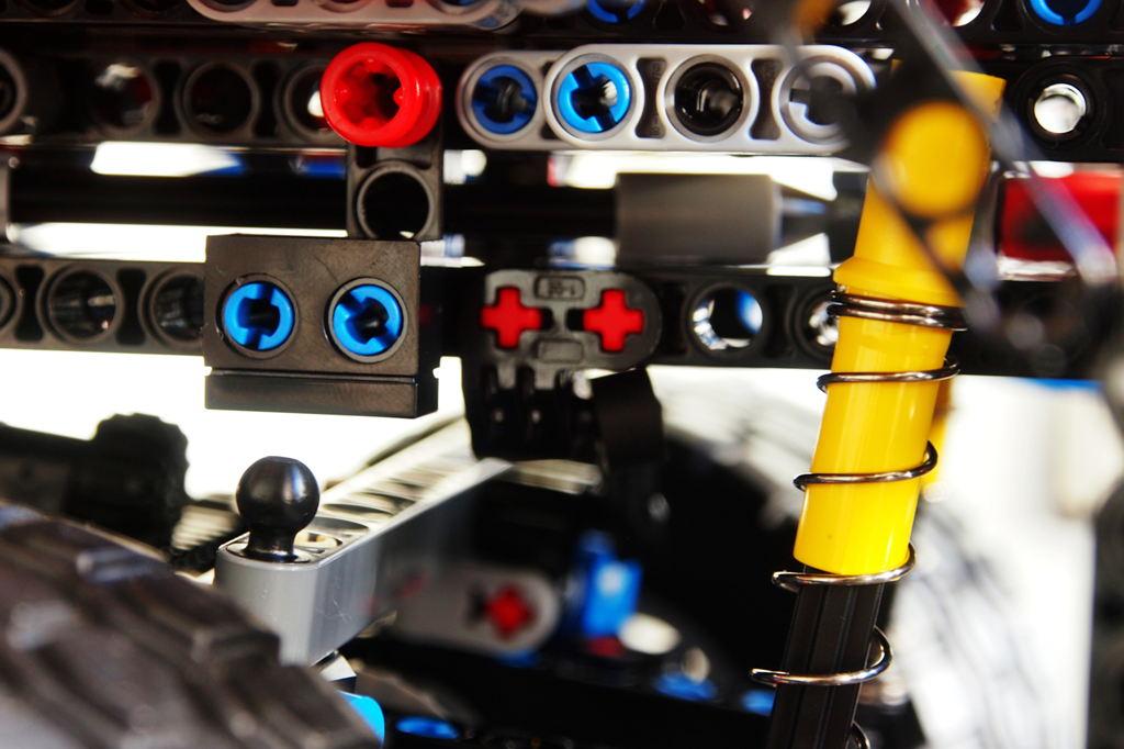 前suspension,注意那个黑色的小突起,是为了限制suspension不至于打底